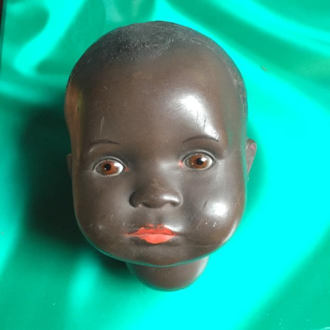 Puppenkopf von vorne.