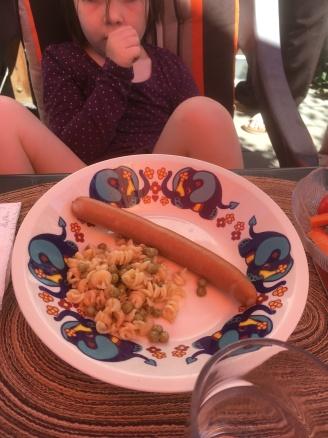 Würstchen & Nudelsalat.