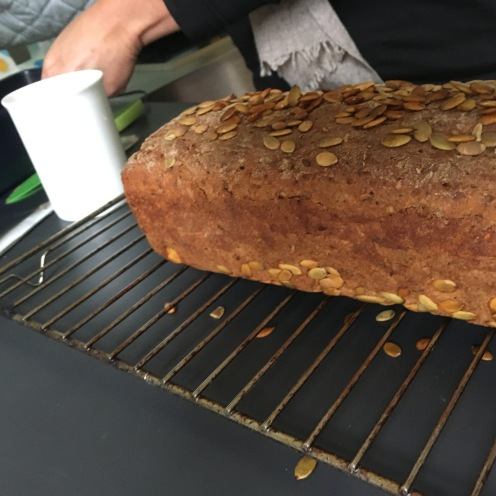 Fertiges Brot & heißer Rost I