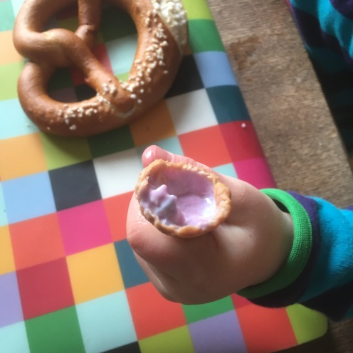 Frühstück: Brezel und Eis