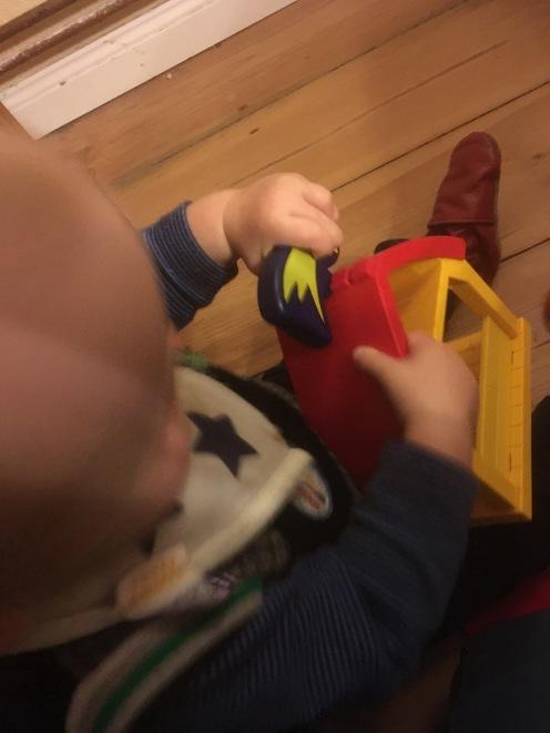 Playmo-Krippe bespielt