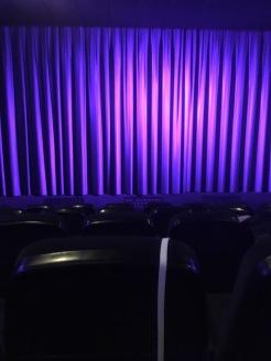 ... und lange warten, bis der Film losgeht.