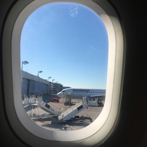 Im Flugzeug.