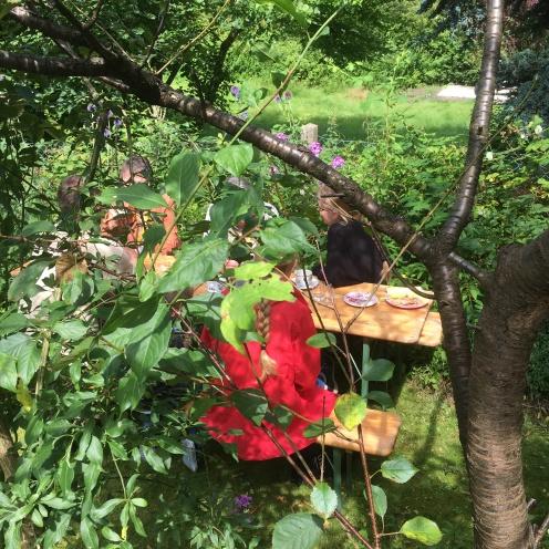 Gespräch im Garten.