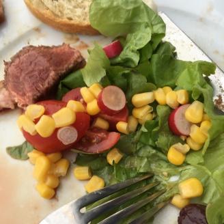 Steak mit Salat.