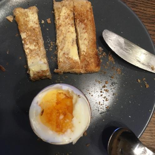 Frühstück mit Ei ...
