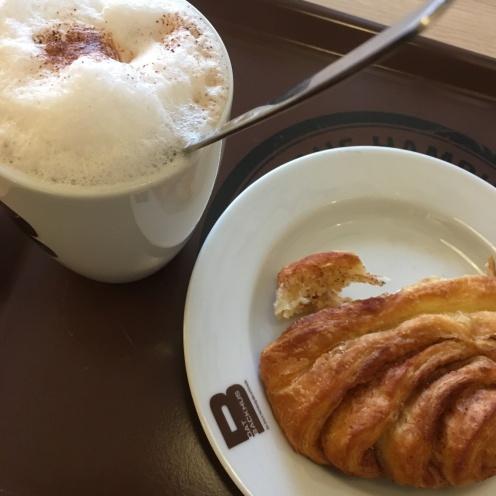 Chai & Franzbrötchen.