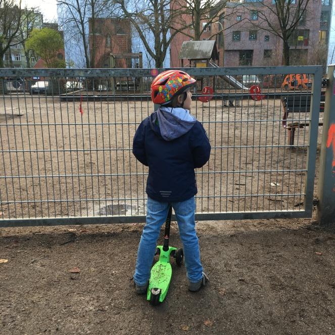 Am Spielplatz.