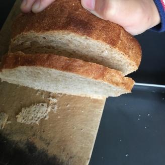 Toast schneiden.