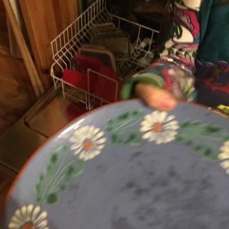 Spülmaschine ausräumen.